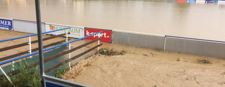 Sportplatz durch Hochwasser überflutet!